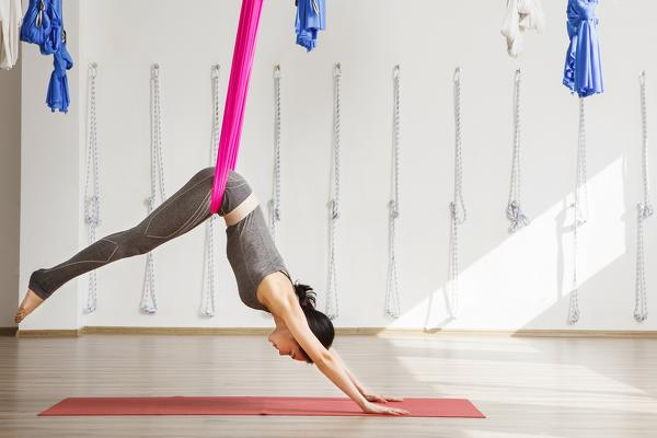 10-types-of-yoga-in-the-check-which-style-suits-you-Aerial-yoga