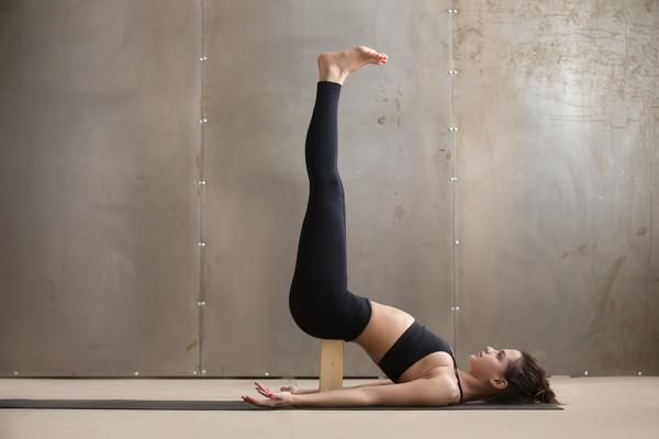 10-types-of-yoga-in-the-check-which-style-suits-you-Iyengar-yoga