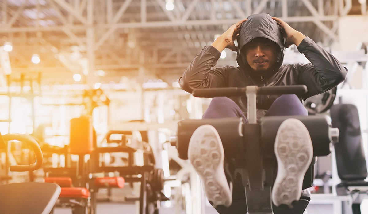 Abdominal-Muscle-Exercises-on-the-Incline-Bench