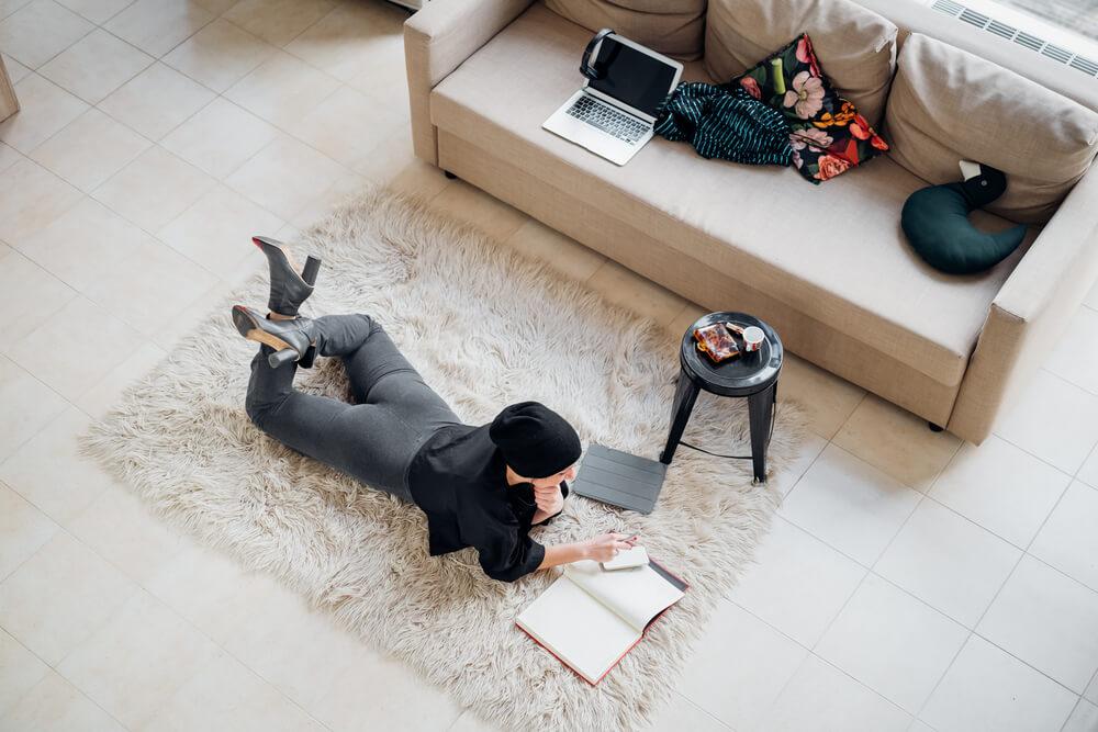 Les-avantages-de-l'exercice-pendant-le-travail-de-la-maison-risques-pour-la-sante-du-travail-de-la-maison